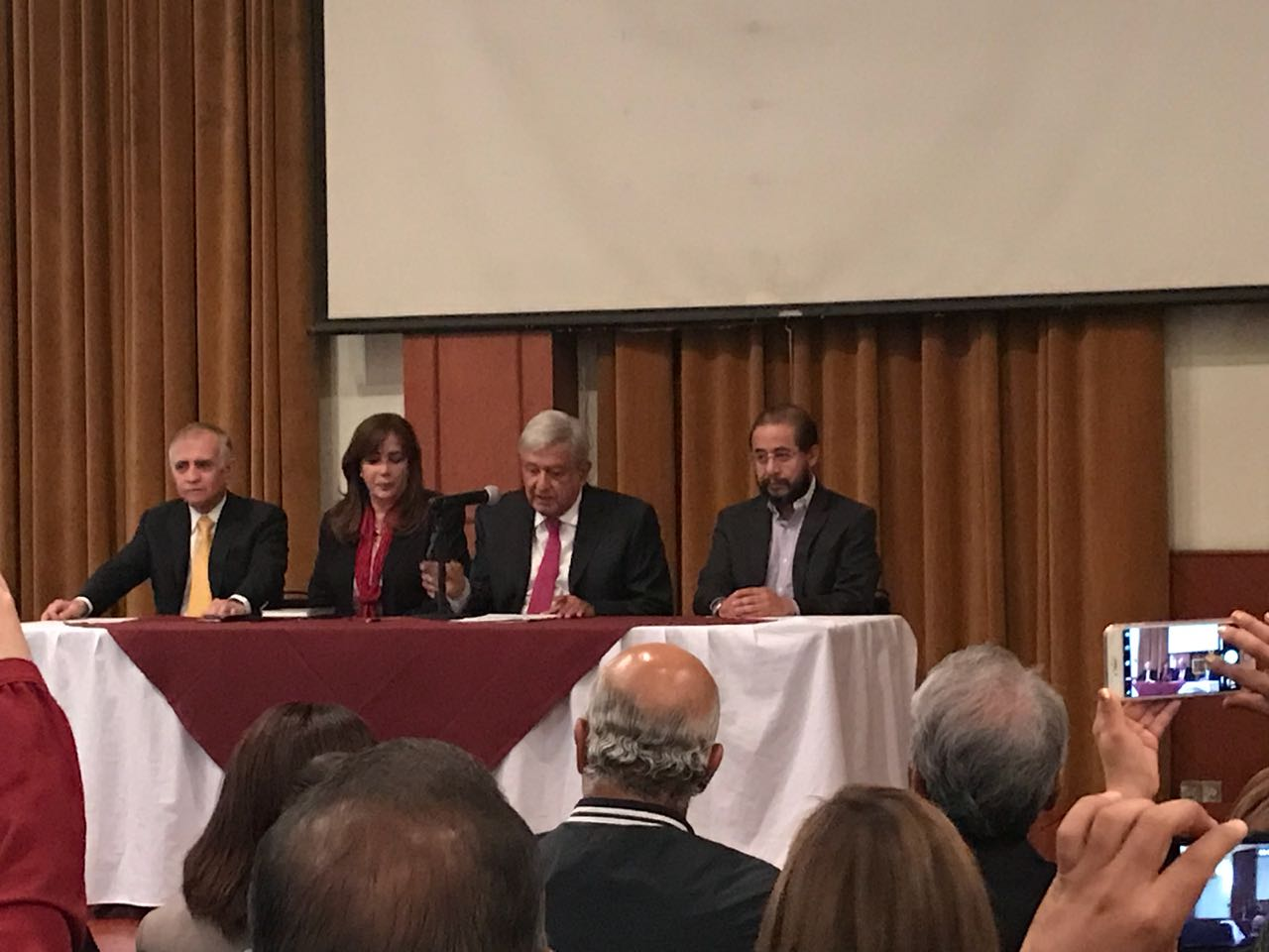 Senadores y diputados federales electos se reunieron con AMLO